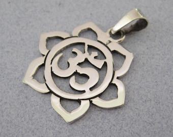 Yoga NAMASTE OHM Symbol Mantra Hindu Yoga LOTUS Flower 925 Sterling Silver Shiny Pendant