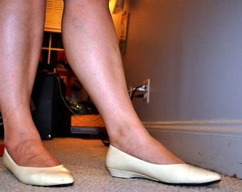 Vintage 1980s TR Bentley White Leather Flats
