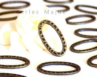 Lot de 10 anneaux fermés ovales en métal frappé couleur bronze antique