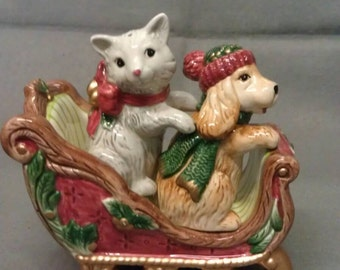 Fitz and Floyd Classics Dog and Cat Salt and Pepper Shaker Set in Sleigh