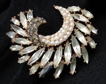 Gorgeous Crown Trifari Rhinestone Brooch