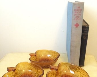 Vintage 1970s apple shaped bowls in amber bark effect glass. Set of 3