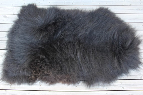 Big, soft, luxurious sheepskin rug from long haired breed - 16103 black