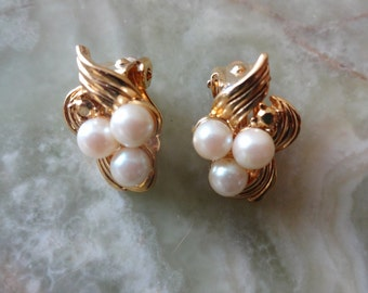 Vintage 1980s Gold Tone & Faux Pearl Cluster Clip on Earrings