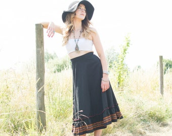 Vintage 70's Black high-waisted embroidered midi skirt