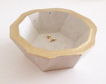 Beton Geoschale / geometrische Schalen, Ringschalen, Aufbewahrung, Wohndekor, Ringschale, Schmuckschale, Geschenke, grau, gold, handmade
