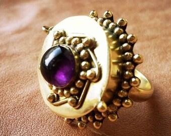 Sie verkaufen - 50 % Desert Queen, mit Box und Amethyst Ring, Messing Metall.
