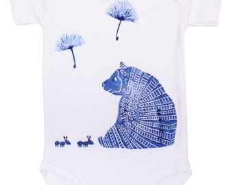 Cute onesie with a blue bear with miertjes
