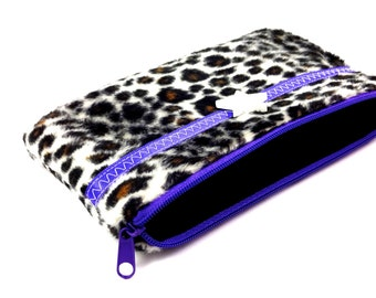 Mobile phone pocket in the Leo-look purple with star