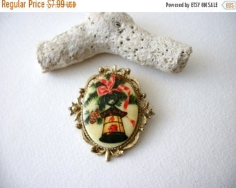 ON SALE Vintage Gold Tone Christmas Theme Pin 71816
