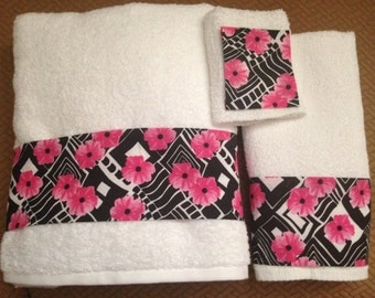 Pink Flower and Black and White Bath Towel Set - 3 Pieces