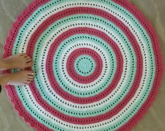 Crochet round floor rug
