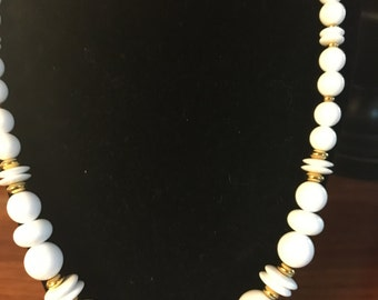 Vintage Summer White and Gold Beaded Necklace