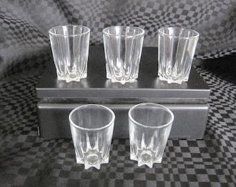 Vintage 5 shot glasses / Vintage 5 to be shot glasses