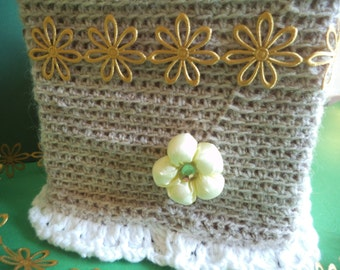 Kleenex box cover, Square tissue box cover, bedroom tissue box, flower tissue cover, crochet tissue box, kitchen decor, serviette box