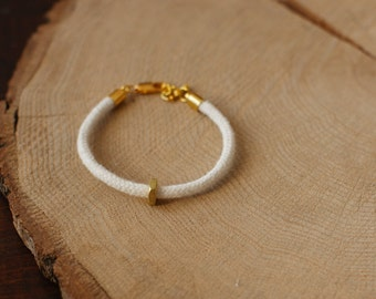White minimalist & nut brass