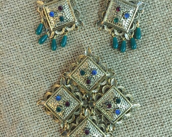 Vintage Sarah Coventry set, brooch and  earrings , Usa 1960