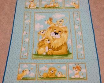 Playful lion cubs baby cot quilt