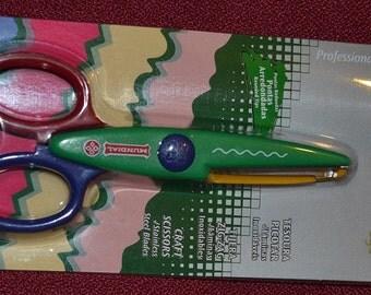 green zigzag scissors by mundial