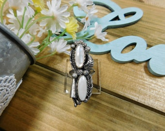 Beautiful Ornate Silver Mother of Pearl Ring - size 8