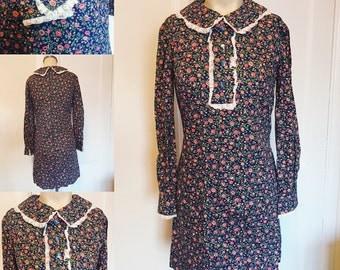 SALE Darling handmade 1960's vintage floral shift dress Peter Pan collar medium