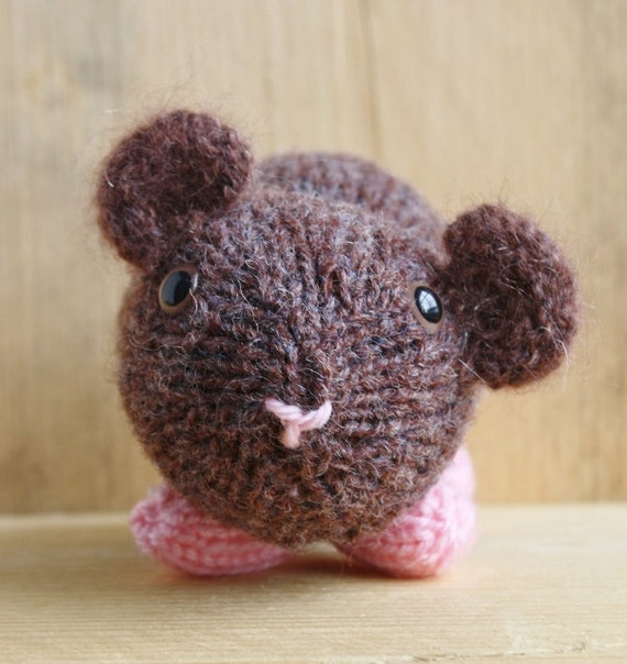 Knitting Pattern For A Guinea Pig : Hand Knitted Guinea Pig Nutmeg