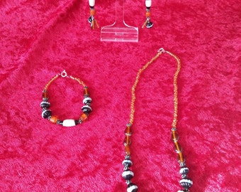 handmade glass beaded necklace,bracelet and earrings