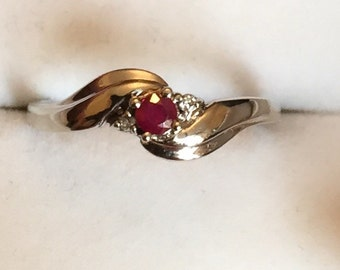 Vintage 9ct white gold ruby and diamond ring