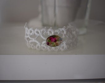 White strap lace with Cabochon