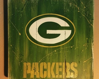 Green Bay Packers spray art on wood | mounting hardware on backside | 17 x 17 free shipping!