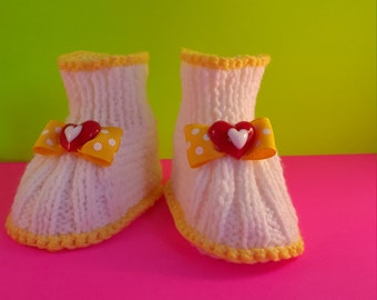 White and yeallow knitted booties with heart