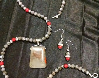 Jasper and Mother of Pearl Necklace Set