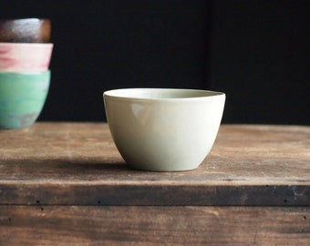 Teacup in pale grey