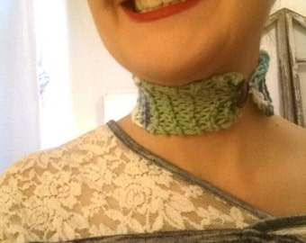 Green / multicolour cotton choker