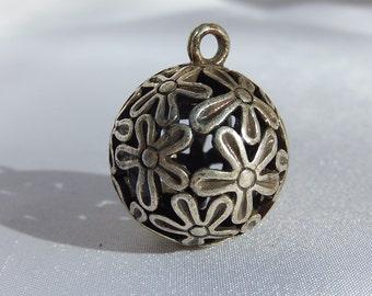 Ball pendant in silver