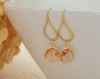 Peach Earrings Gold, Champagne Bridesmaid Earrings, Peach Champagne Bridal Earrings, Everyday Earrings, Mother of the Bride or Groom