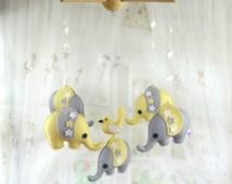 Baby mobile Elephant mobile Crib mobile Safari theme Baby boy mobile Felt plush Felted animals New mom gift Baby room decor