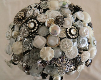 "Bridal bouquet from buttons ""Laura"""