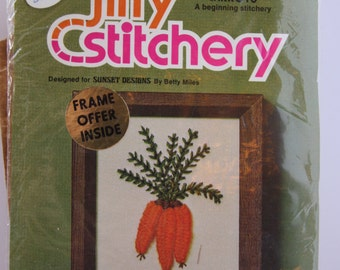 Vintage crewel embroidery kit, vintage embroidery, vintage linens, jiffy stitchery kit