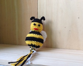Little bee, crochet (6 cm) on key clip