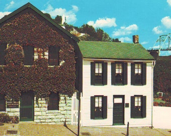 Vintage Mark Twain's Boyhood Home (Now a Museum) in Hannibal, MO,  Unused Postcard