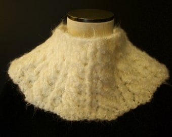 White Fluffy Collar/Cowl