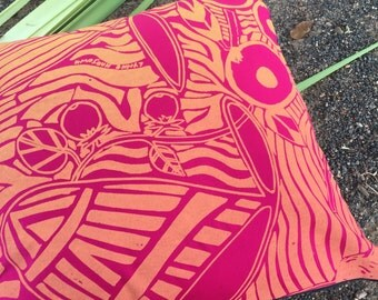 Cushion cover Manme (Bush Foods) by Injalak Women Artists