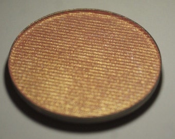 Prima Donna Highlighter - Peachy Golden with a strong pink duochrome