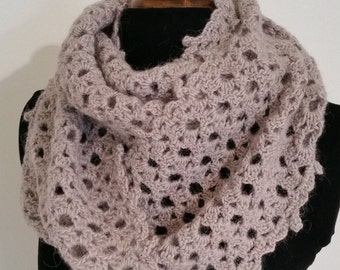 Pale pink crochet cowl / soft wool and alpaca / lacy design