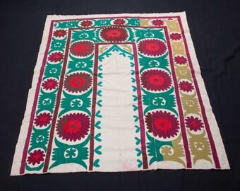 Vintage 1970's all cotton SUZANI 3'9''x 4'7''/ 114 x 140cm from SAMARKAND, Uzbekistan FREE Shipping No:006