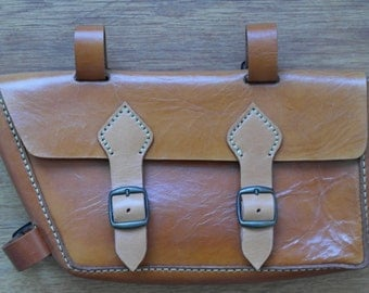 Natural leather bicycle saddlebag