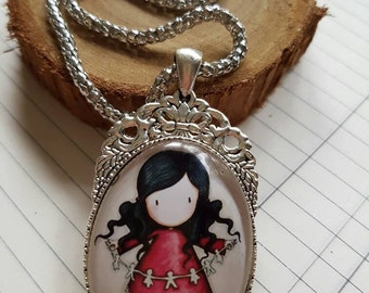 Gorgeous girl with paperchain Cabochon necklace on silver chain