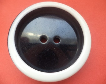 5 large BUTTONS black white 34mm (541) shell buttons jacket buttons