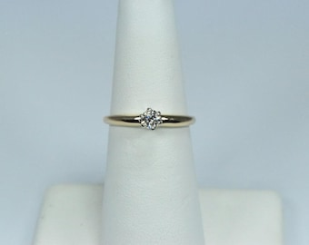 Diamond solitaire engagement ring 0.20 ct in 14k gold